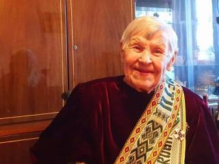 Pagerbėme p. Bronislavą Dausynienę ir pasveikinome ją 100-tojo jubiliejinio gimtadienio proga